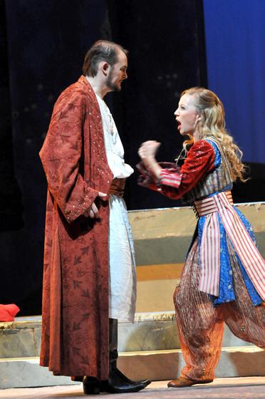 Entführung aus dem Serail, Deutsche Oper am Rhein, Sibylla Duffe mit Thorsten Grümbel